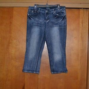 Vanity Distressed Capri Jeans Size 31